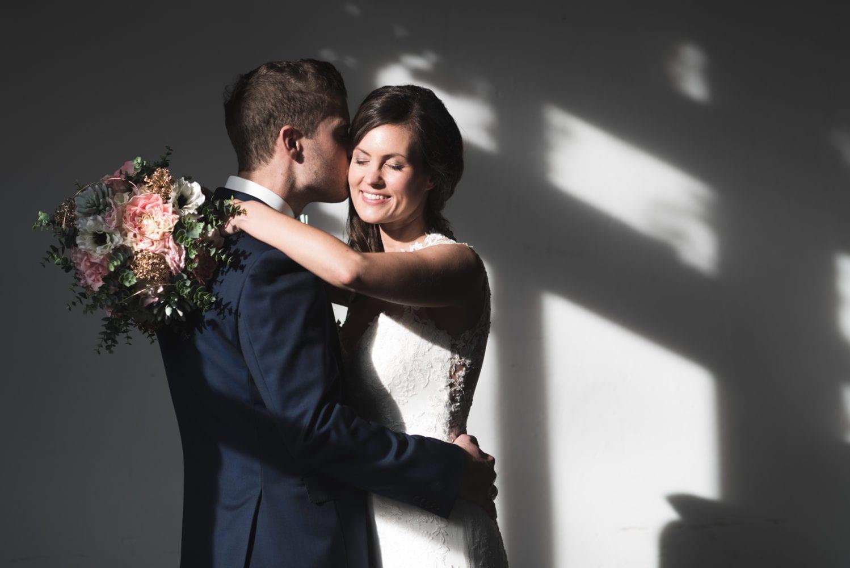 Brushstroke Hochzeit Kuss auf die Wange